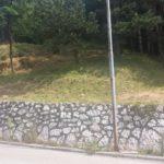 Pokošena trava na strani prema Lukavici, dio koJi je u RS.
